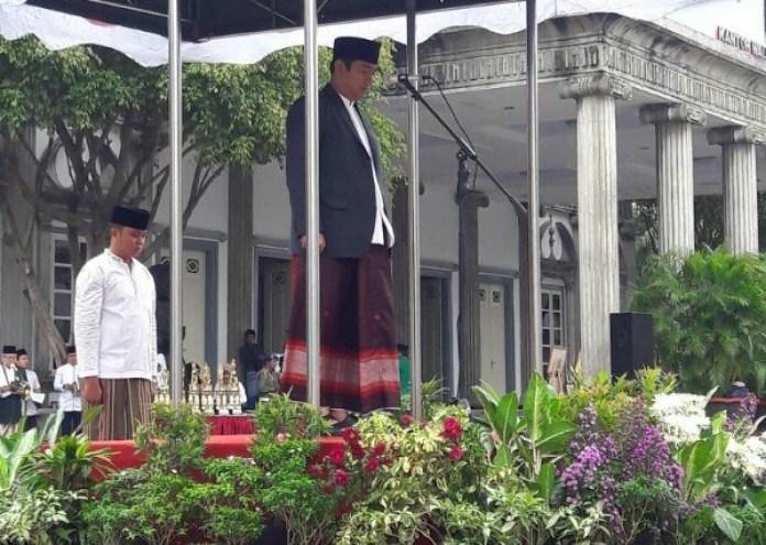 Walikota Semarang, Hendrar Prihadi menjadi pembina upacara dalam peringatan Hari Santri Nasional tahun 2016 di Balaikota Semarang Jawa Tengah, Sabtu (20/10/2016) (dok.metrosemarang.com)