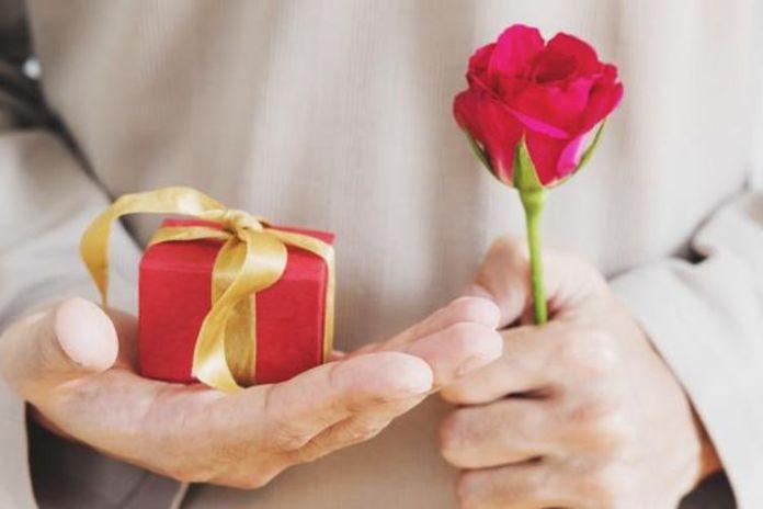Motivasi laki-laki memberi hadiah saat valentine