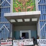 Soroti Isu UKT, Aliansi Mahasiswa UIN Walisongo Melawan Gelar Demo di Depan Gedung Rektorat