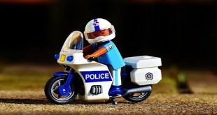 justito de-mayor-policia-o-notario