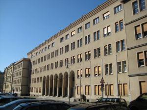 Das Gebäude der StA-Leipzig. Mit ständigen Rechtsbeugungen wird der Kompelx bezahlt und die Daseinsberechtigung untermauert.