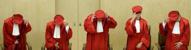 Ritual im roten Kostüm – und gleich halten sie sich für was Besseres!