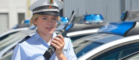 Bei einer großen Behörde lässt sich nichts verheimlichen. Es gibt auch anständige Kollegen in der Polizei.