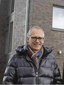 Ehemann RA. Andreas Hindahl ist angesehender Anwalt mit großem Kundenstamm der Brache