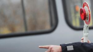 Die Kölner Polizei hält Armlängenabstand zur kritischen Presse....na denn!