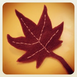 https://justkeepsewing.net/2012/11/28/13-leaf-brooch-for-jelena/