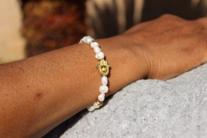 Fresh Water Pearl Gold Hamsa Beaded Bracelet