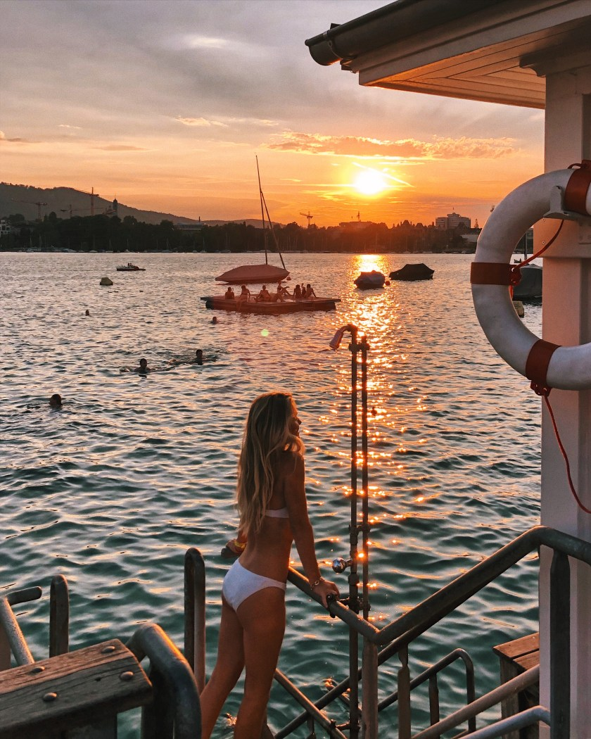 Sunset swimming at Badi Utoquai on Lake Zurich