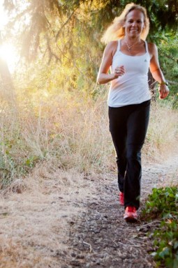 Image of trainer Laura Coleman running outdoors