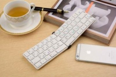 Wireless folding keyboard