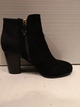 vionic black boot whitney