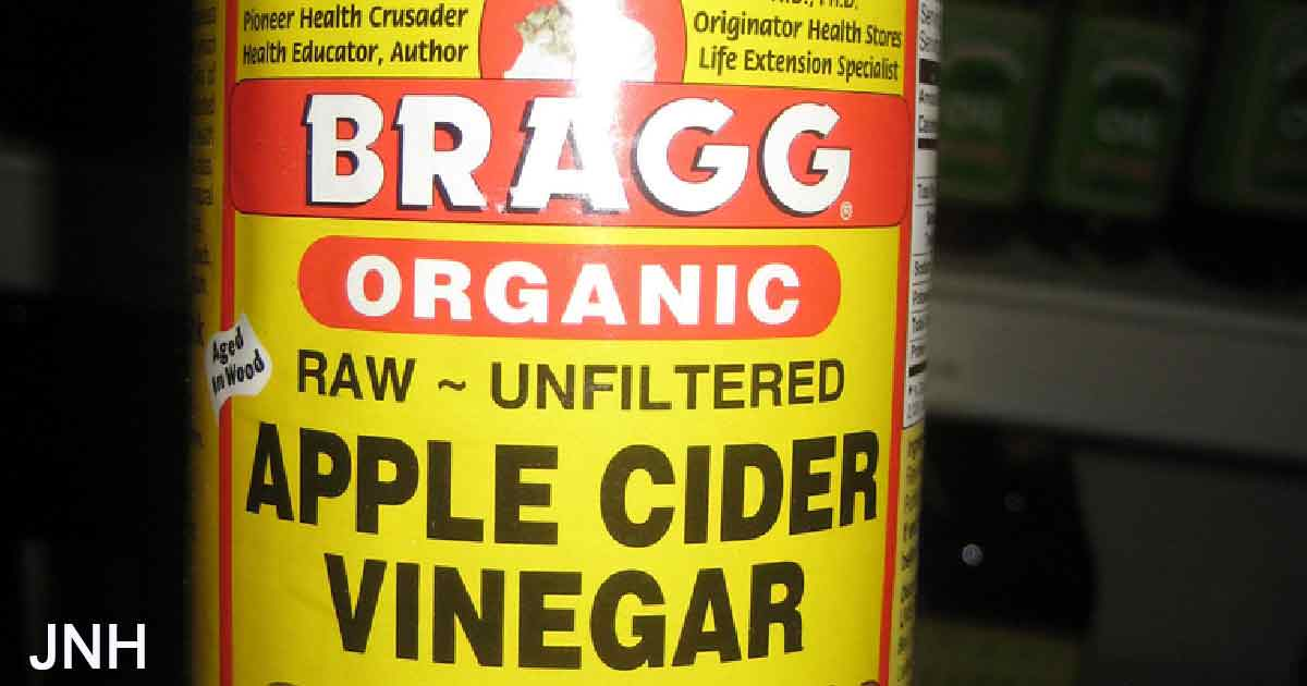 Use apple cider vinegar like this to get rid of belly fat, dandruff and acne