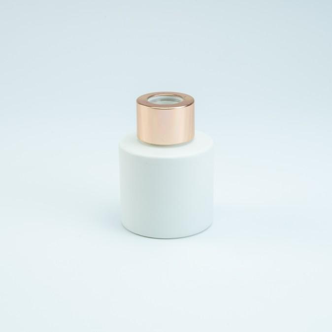 Verpakking: Parfumflesje wit met rose gold schroefdeksel