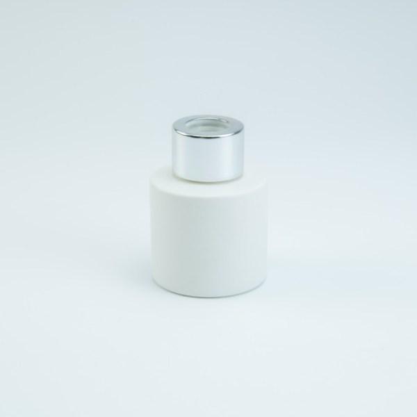 Verpakking: Parfumflesje wit met zilveren schroefdeksel