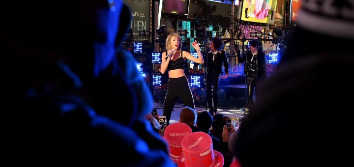 """Taylor Swift 'Welcome to New York' and """"Shake It Off"""" performance"""