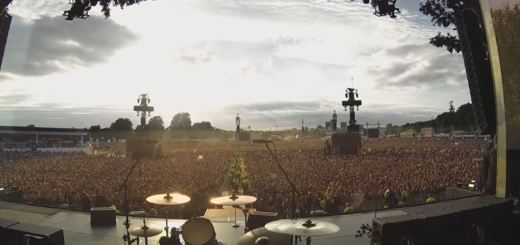 queen bohemian rhapsody crowd sing green day tour live