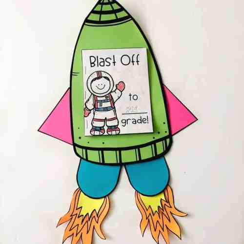 This rocket makes the perfect End of the Year countdown craft for the end of school!