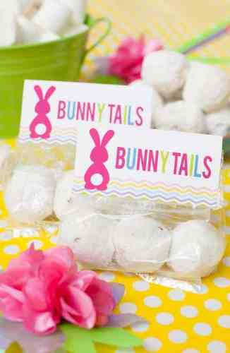 Powdered sugar bunny tails make the perfect Easter treat with this FREE printable from Frog Prince Paperie.