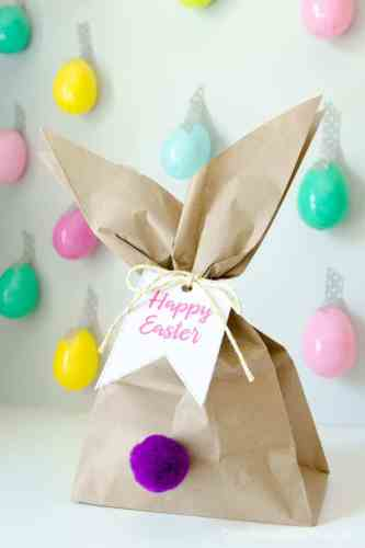 Make these Easter bunny treat bags using a brown paper bag and free printable gift tags from Craftaholics Anonymous!