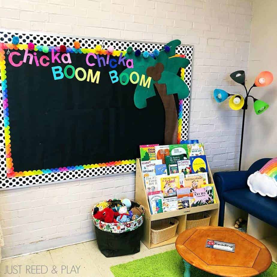Classroom library set up that's inviting and organized