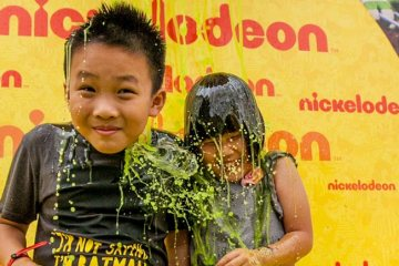 Kids get slimed on the Slime Throne at Nickelodeon Slime Cup 2015