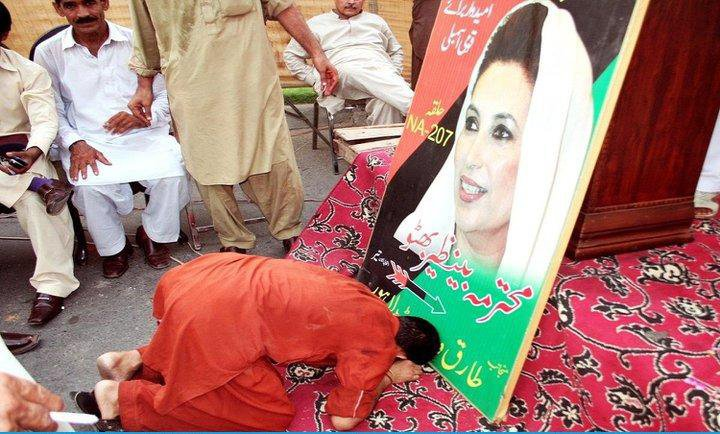 prostrate to Photo of Bhutto