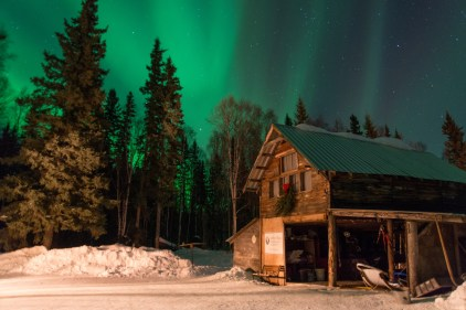 barn-with-northerlights