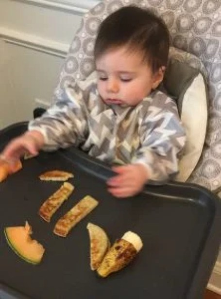Here are great starter foods and helpful tips for when you first start giving your baby solid foods  using the baby led weaning approach to feeding.