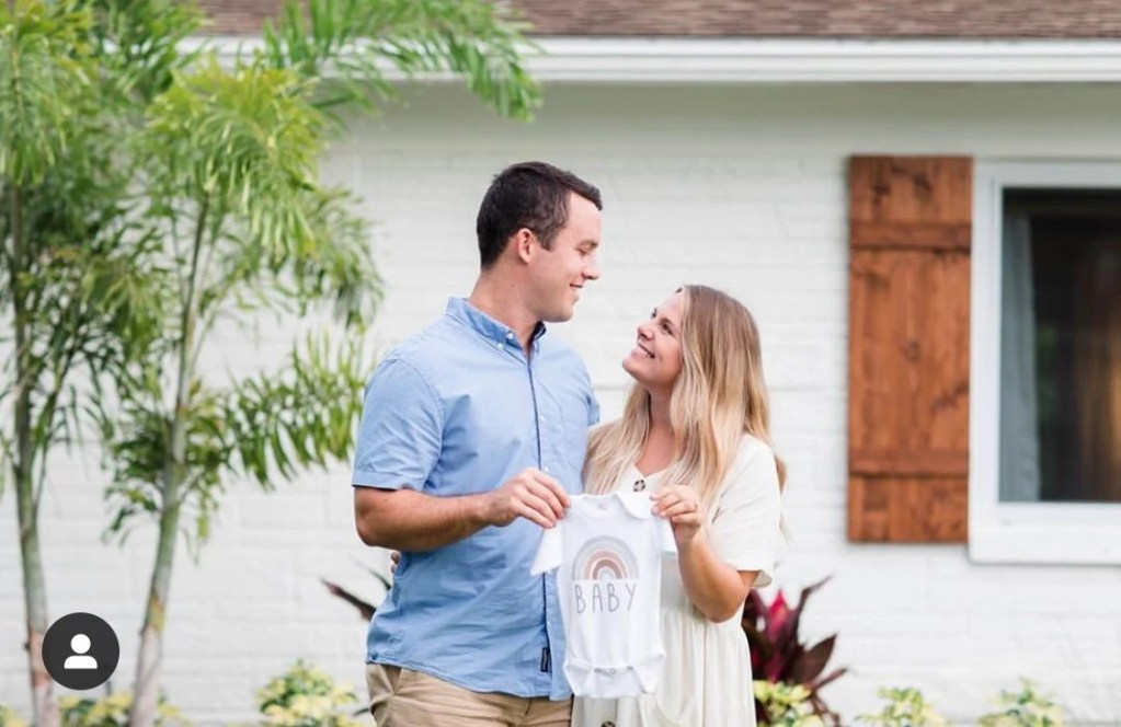 Make your pregnancy announcement beautiful to share with friends and family. Get creative and unique ideas and inspiration for your gorgeous photo announcement here.
