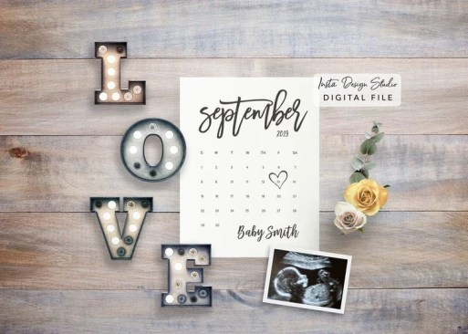 Make your pregnancy accouncement beautiful to share with friends and family. Get creative and unique ideas for your flat lay photo announcement here.