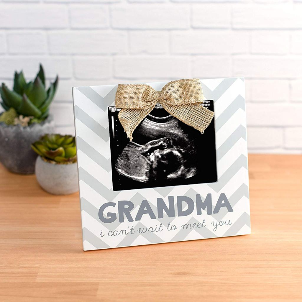 Here are some ideas to announce pregnancy to parents and family. Give them the gift of becoming grandparents by telling them you're having a baby.