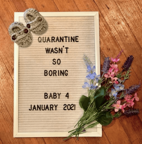 Ideas for your quarantine pregnancy announcement if you got pregnant during the coronavirus pandemic and are ready to reveal to family and friends.