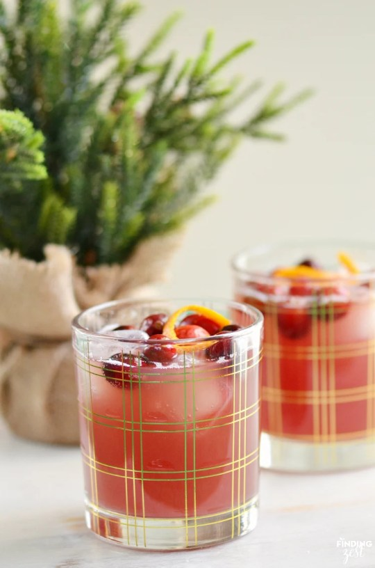 Try some delicious christmas holiday mocktails for pregnant women or kids to get in the festive holiday spirit without the alochol or hangover