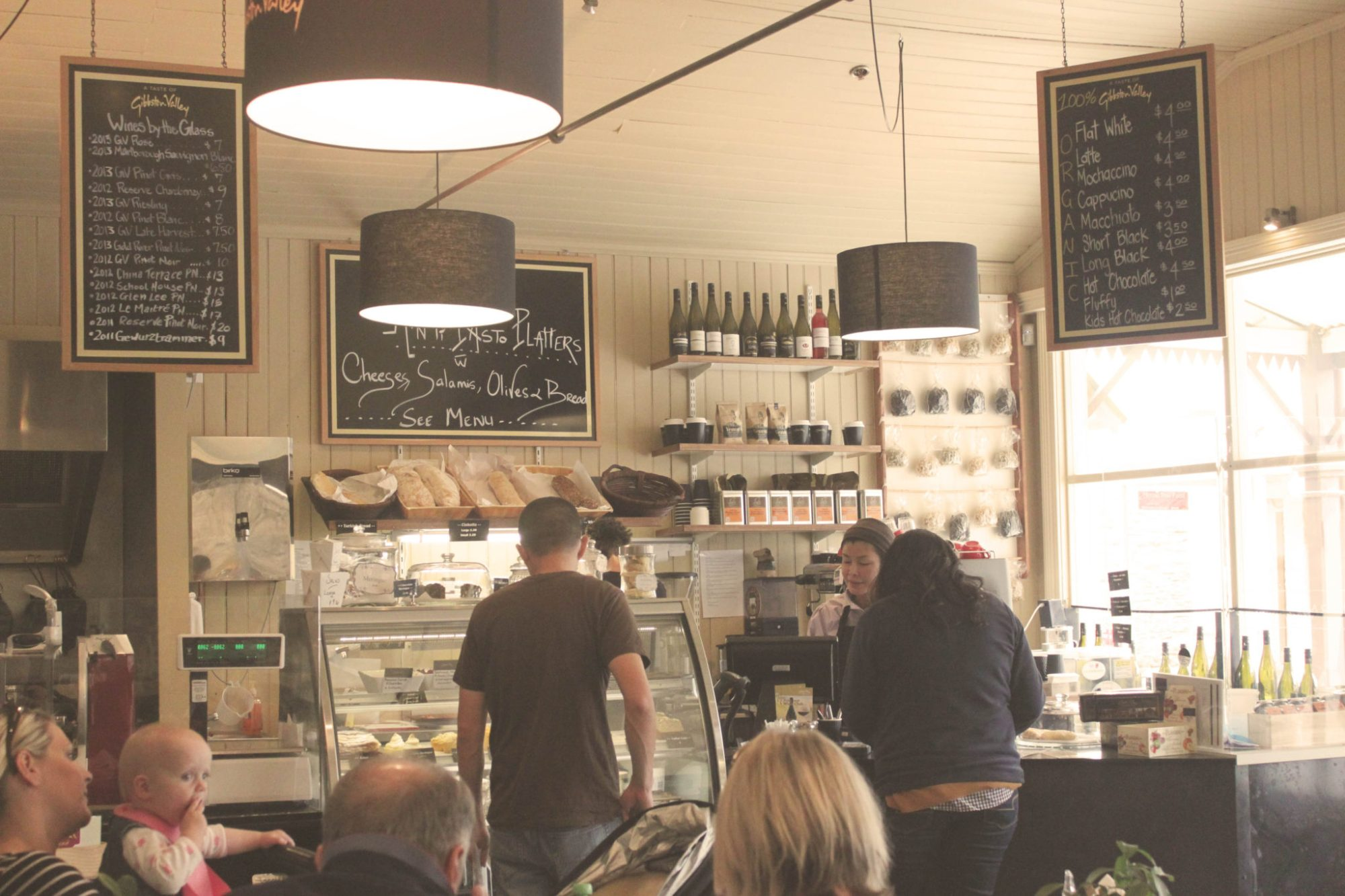 Best places to eat in Queenstown New Zealand   8 Unforgettable things to do in Queenstown New Zealand #queenstown #newzealand #simplywander