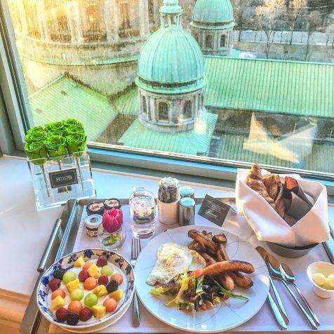 Fairmont The Queen Elizabeth - Breakfast