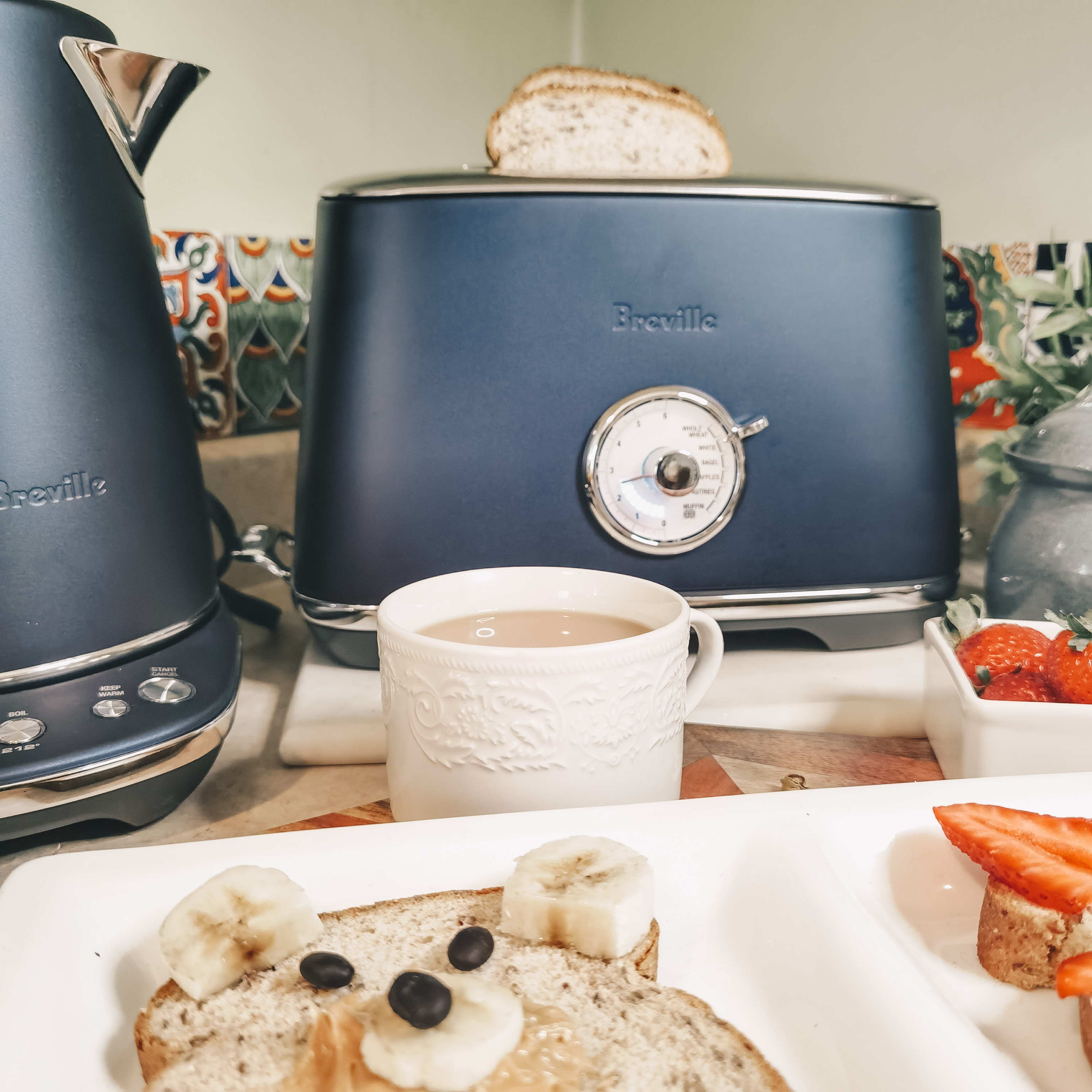 Breville Canada - Damson Blue Luxe Collection - Toast Select Luxe