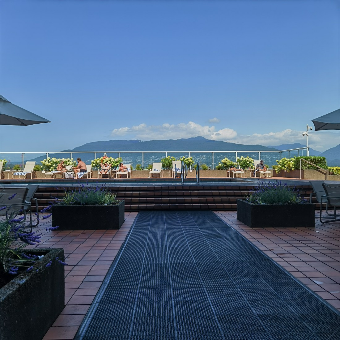 Pan Pacific Vancouver - Downtown Waterfront YVR - Poolside Mountain Vistas