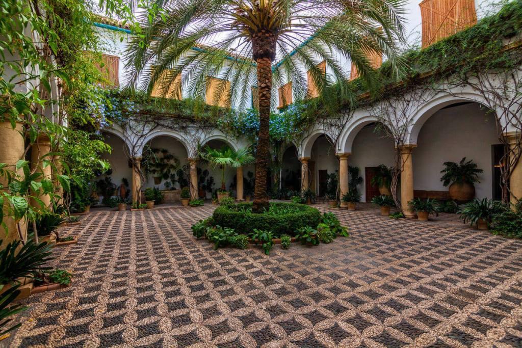 One of the many coutryards of Palacio de Viana