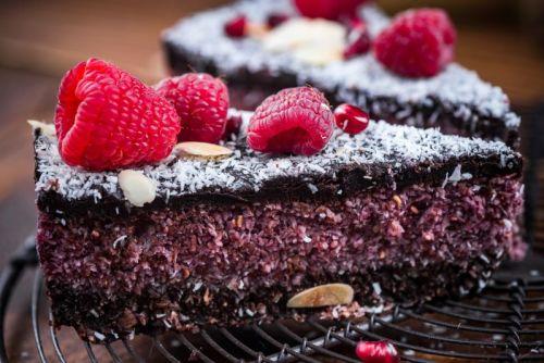 raspberry-and-chia-seed-homemade-cake