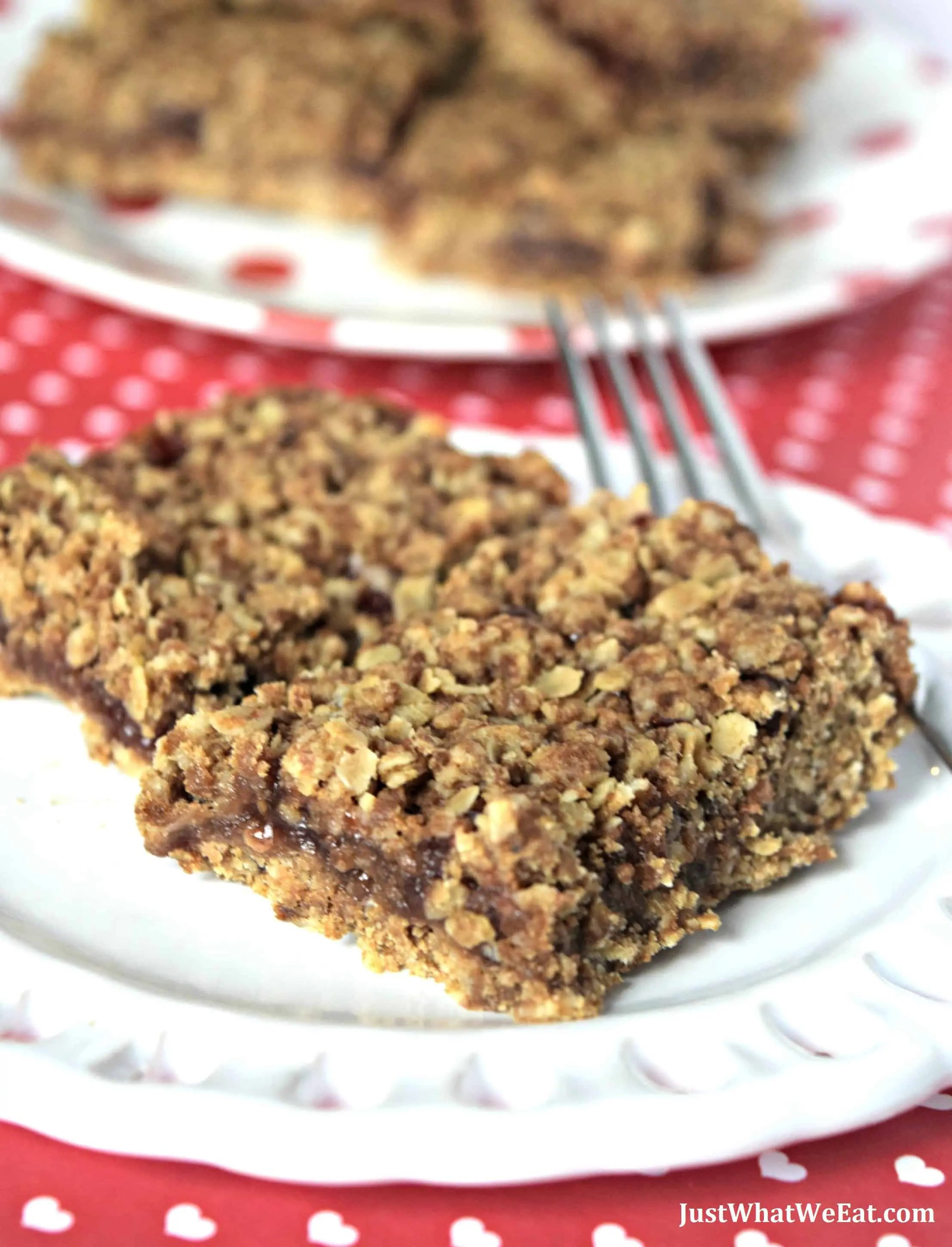 Strawberry Oatmeal Bars - Gluten Free, Vegan, & Refined Sugar Free