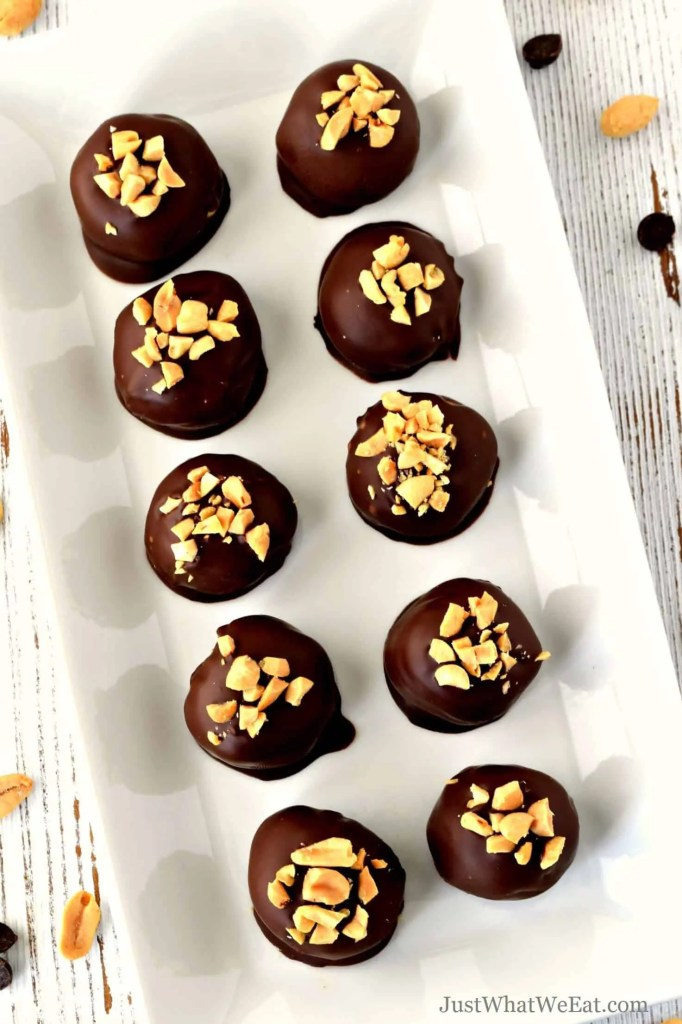 These gluten free, dairy free, and vegan Peanut Butter Balls are absolutely delicious! They use simple ingredients and are super easy to make! #glutenfree #vegan #dairyfree #dessert #peanutbutter