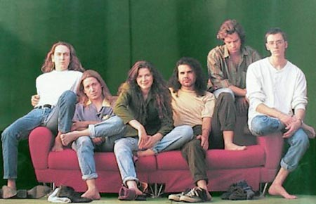 Edie and the gang try, apparently unsuccessfully, to recreate the Simpsons opening credits sofa scene