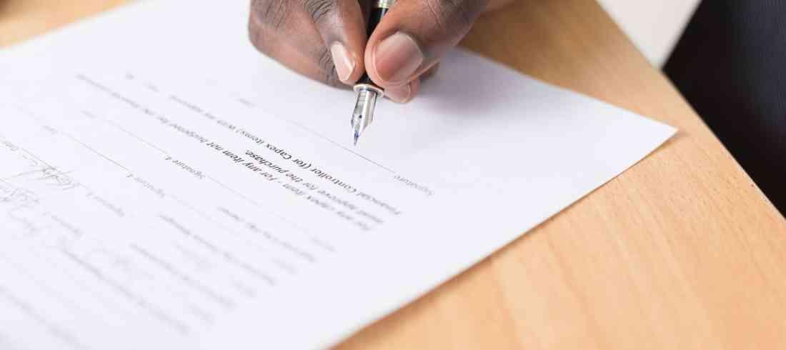 La résiliation des contrats de service et des contrats d'entreprise