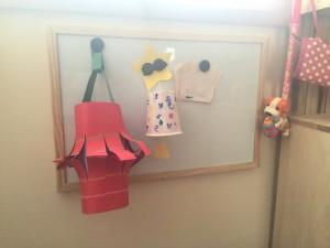 和室もホワイトボードを取り付け立体的な幼稚園作品を一時的に飾る