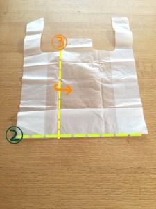 スーパーの袋をコンパクトにたたむ方法③