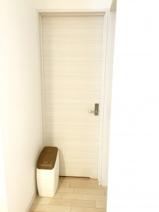 木目調にリメイクにおわなくてポイ&洗面所のドア