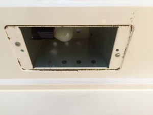 レンジフードのライト部分 カバー取り外して大掃除 掃除前の汚れ