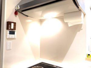 手作りポケットティッシュケースを取り付けたキッチンの全貌