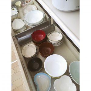 カップボード お皿 収納 並べて収納 整理整頓 重ねる収納 工夫 アイデア