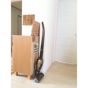 掃除機の収納場所 掃除機の収納方法 掃除のハードルを下げる リビングに掃除機 ハンディ掃除機